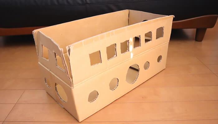 手作り猫のダンボールハウス 猫バス風