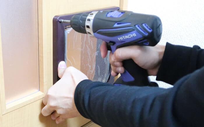 DIY猫ドアの取り付け方-ネジ・ビス止め