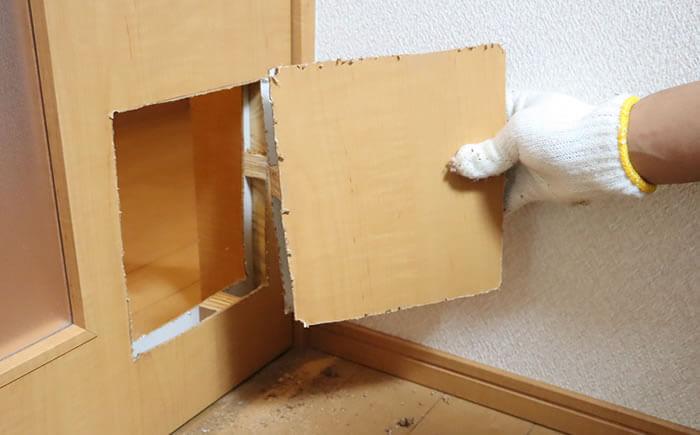 DIY猫ドアの取り付け方-ドア穴の開け方