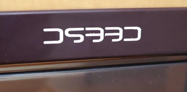 猫ドアCEESCのロゴが上下逆問題